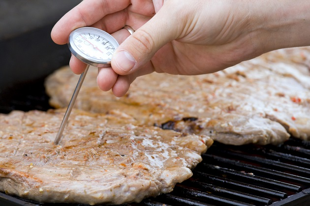 BBQ food safely to prevent food borne illnesses